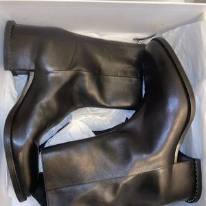 Givenchy medieval looking boots. Covered heel 41